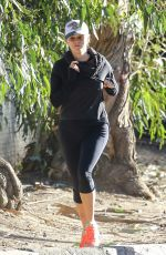 REESE WITHERSPOON Leaves Yoga Class in Los Angeles 11/17/2015