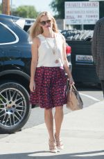 REESE WITHERSPOON Out in Los Angeles 11/19/2015