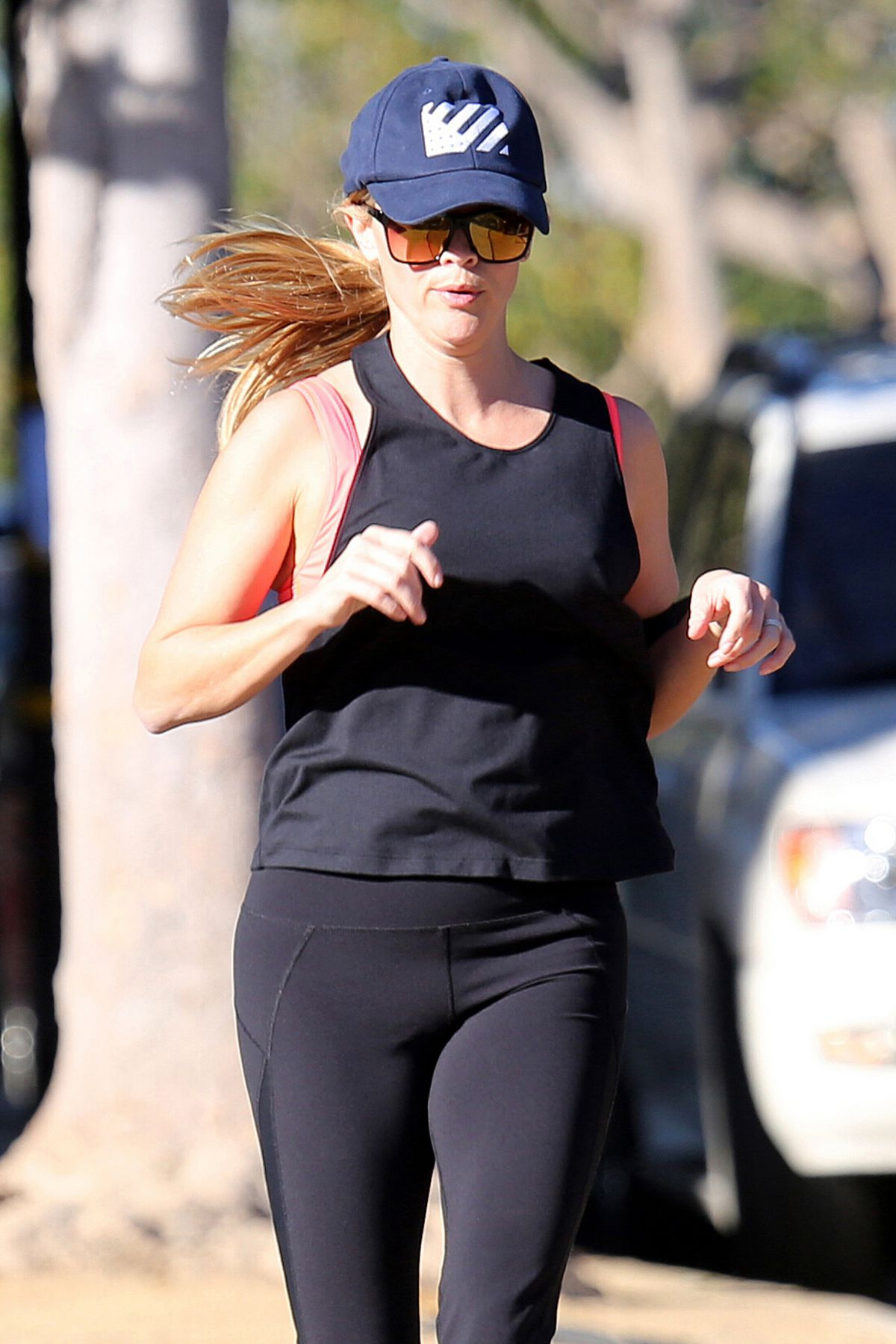 REESE WITHERSPOON Out Jogging in Los Angeles 11/03/2015