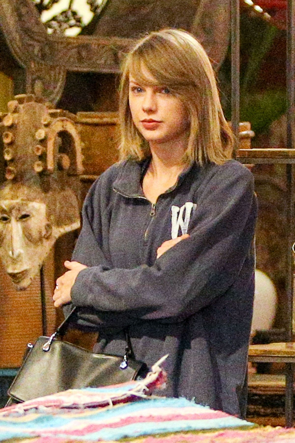 TAYLOR SWIFT Shopping for Antique in Los Angeles 11/17/2015