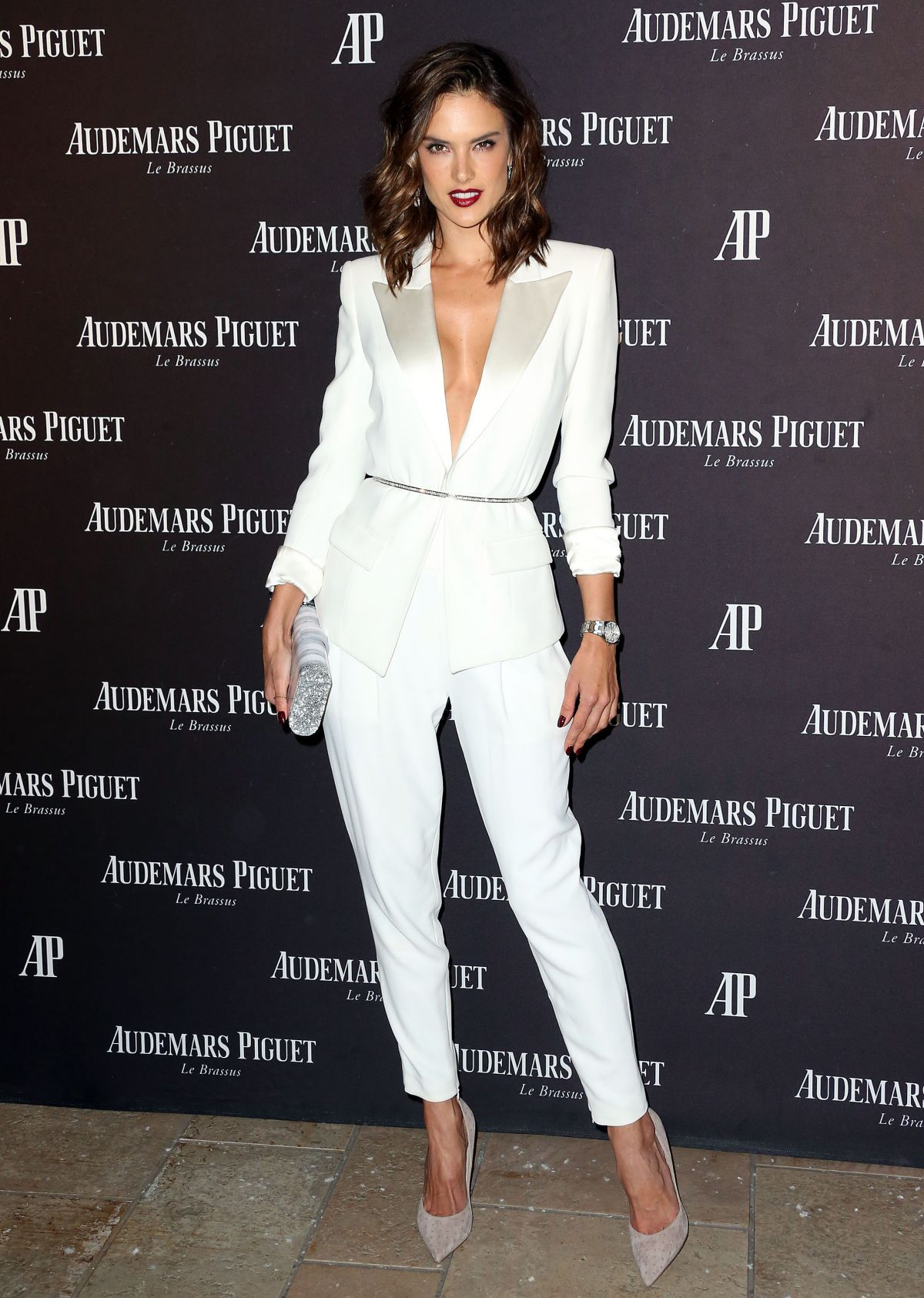 LFM2. CAPÍTULO 42 Alessandra-ambrosio-at-audemars-piguet-celebrates-grand-opening-of-rodeo-drive-boutique-in-los-angeles-12-09-2015_3