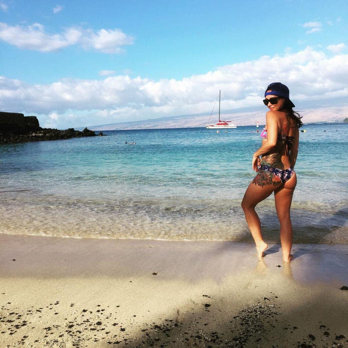 DANIELLE HARRIS in Bikini at a Beach in Hawaii, Instagram Picture 12/15/2015
