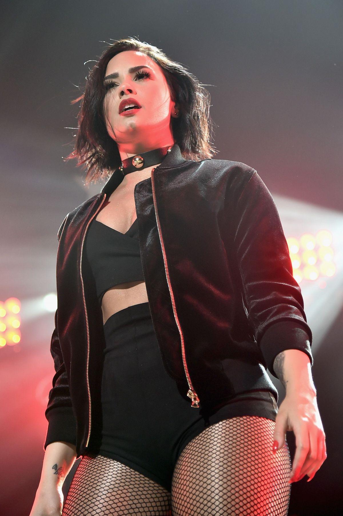 Demi Lovato At Kiss S Jingle Ball Five In Boston