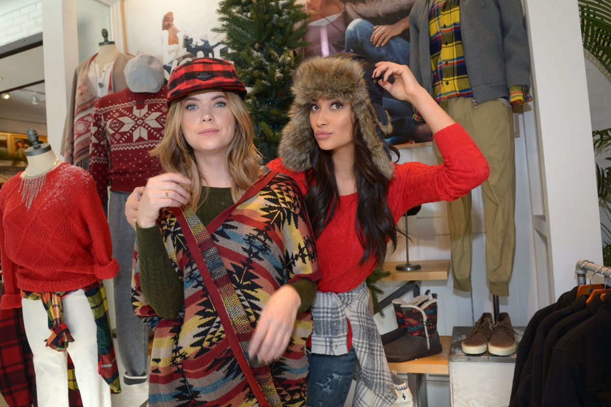 image Shopping at american eagle outfitters