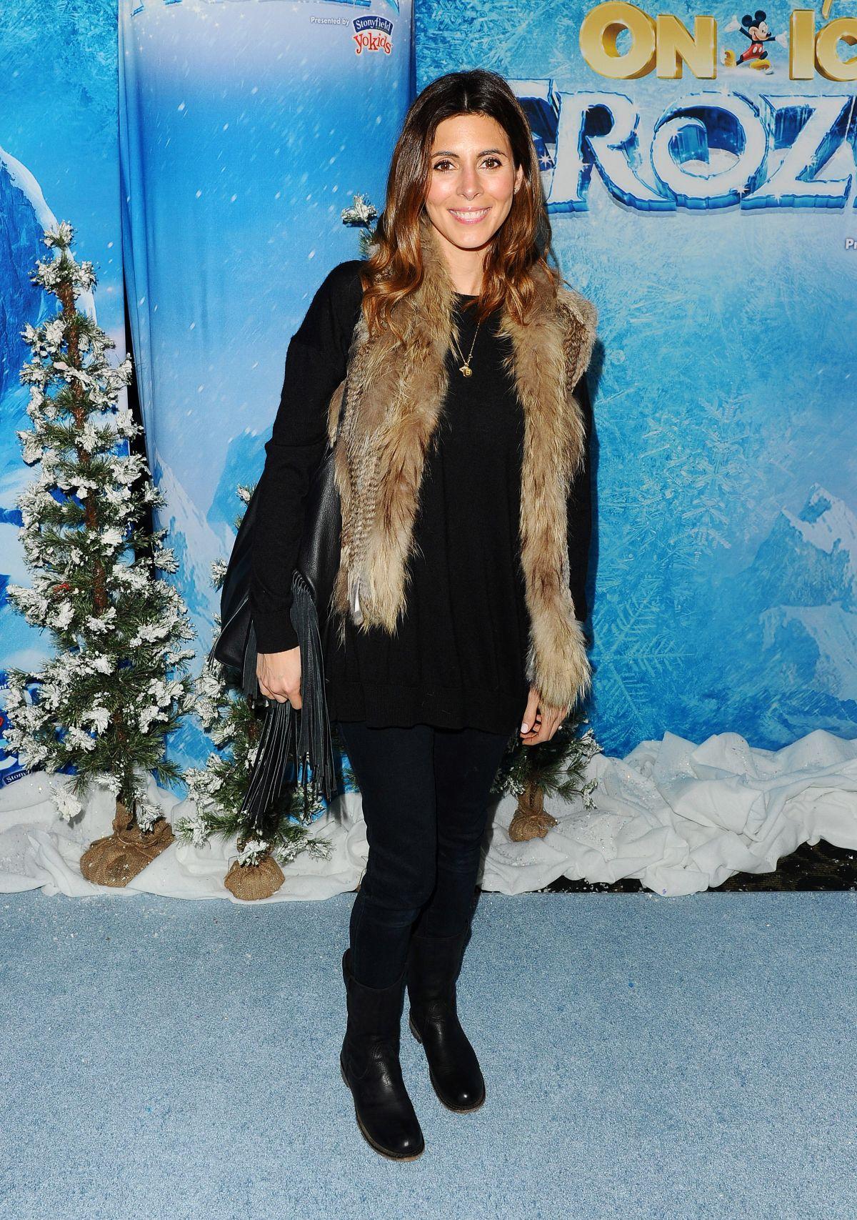 JAMIE-LYNN SIGLER at Disney on Ice in Los Angeles 12/10/2015