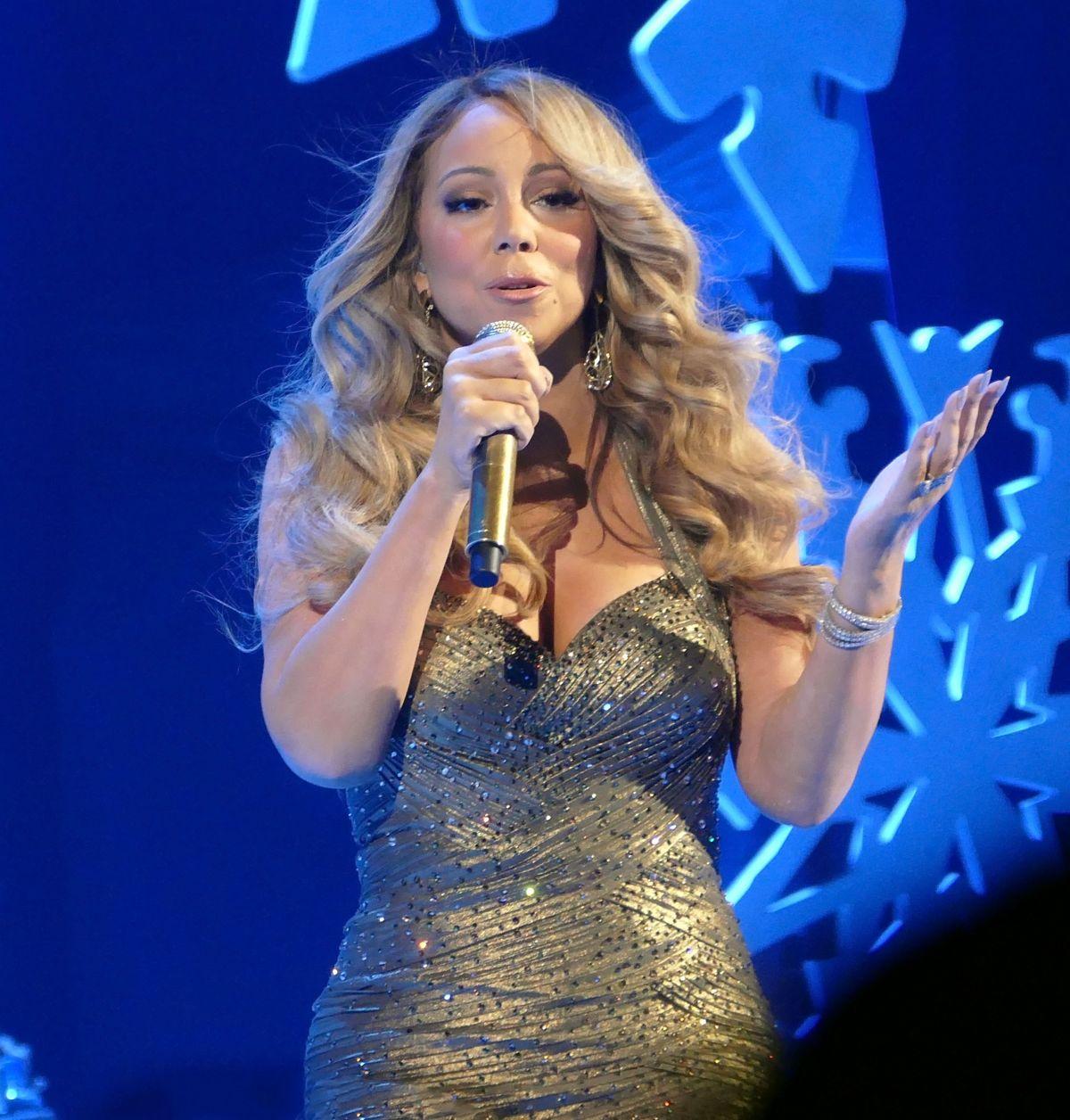 MARIAH CAREY Performs ... Mariah Carey