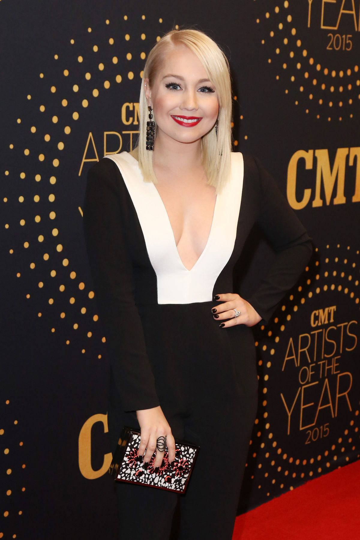 RAELYNN at 2015 CMT Artists of the Year Awards in Nashville 12/02/2015