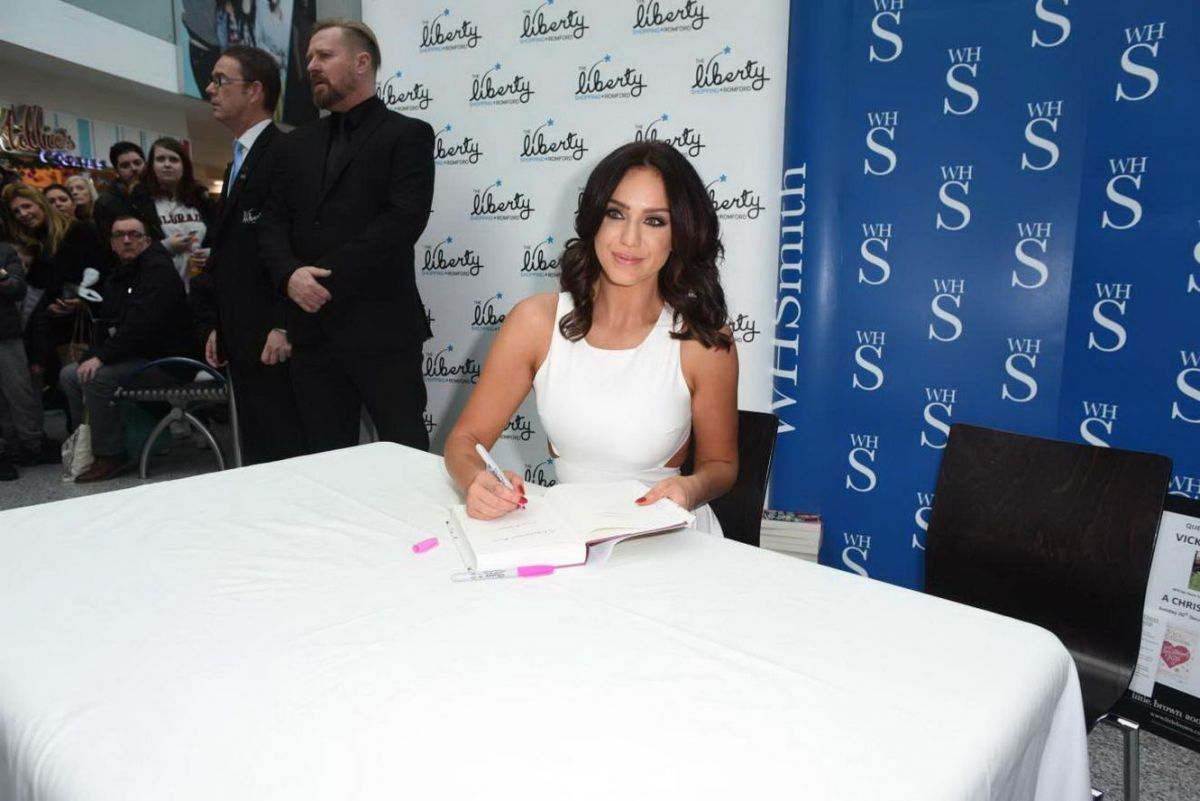Vicky Pattison Signin A Christmas Kiss Book In Essex 11 02