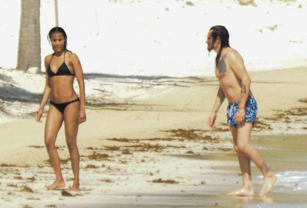 Zoe Saldana, espectacular en bikini 13 meses después