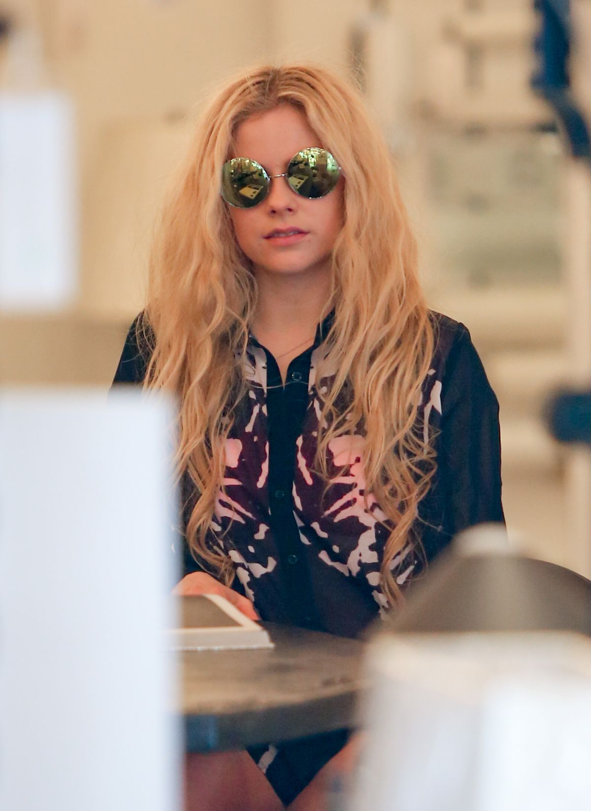 AVRIL LAVIGNE Shopping at Foundry in Beverly Hills 01/25/2016