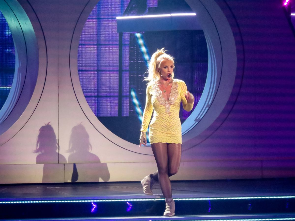 britney-spears-at-piece-of-me-show-at-pl