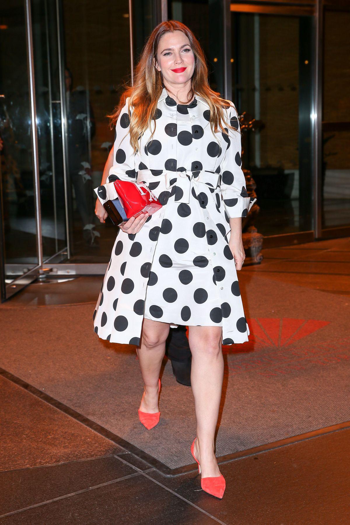 DREW BARRYMORE Leaves Mandarin Oriental Hotel in New York ...