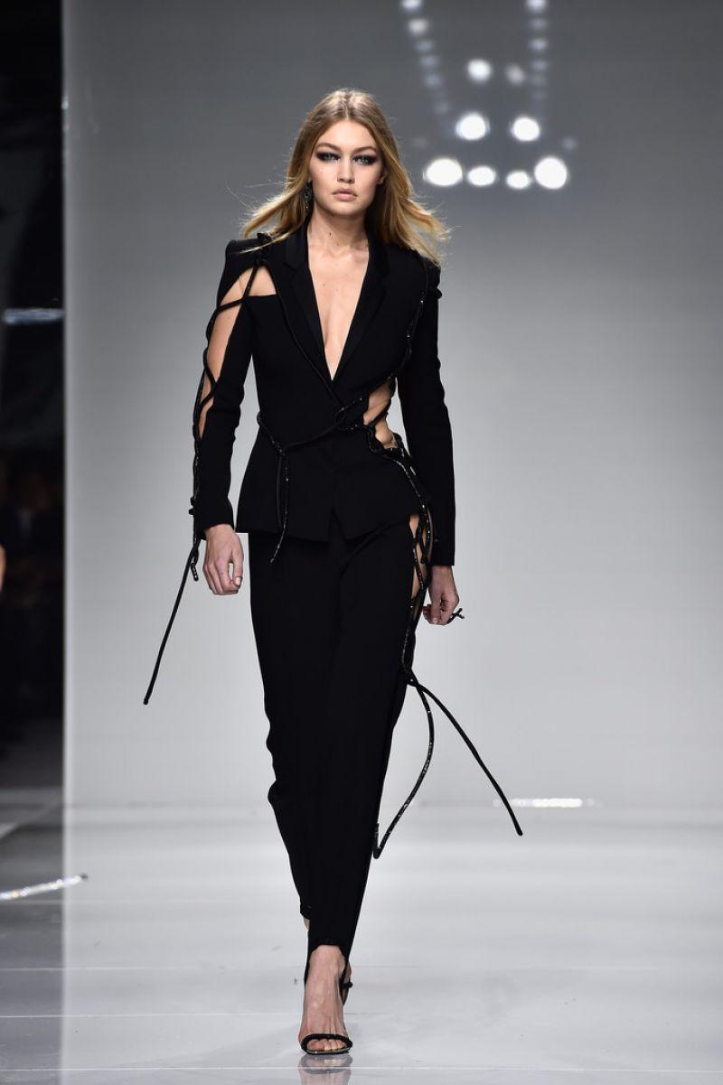 Gigi Hadid On The Runway Of Versace Spring Summer 2016