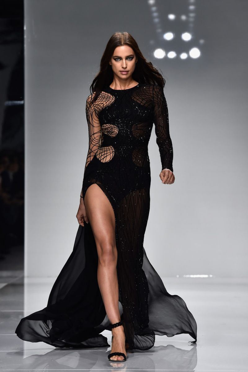 IRINA SHAYK on the Runway of Versace Spring/Summer 2016 Fashion Show in Paris 01/24/2016