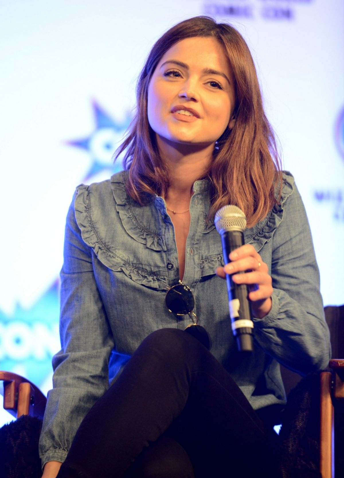 JENNA LOUIS COLEMAN at Wizard World Comic Con in New Orleans 01/09/2016