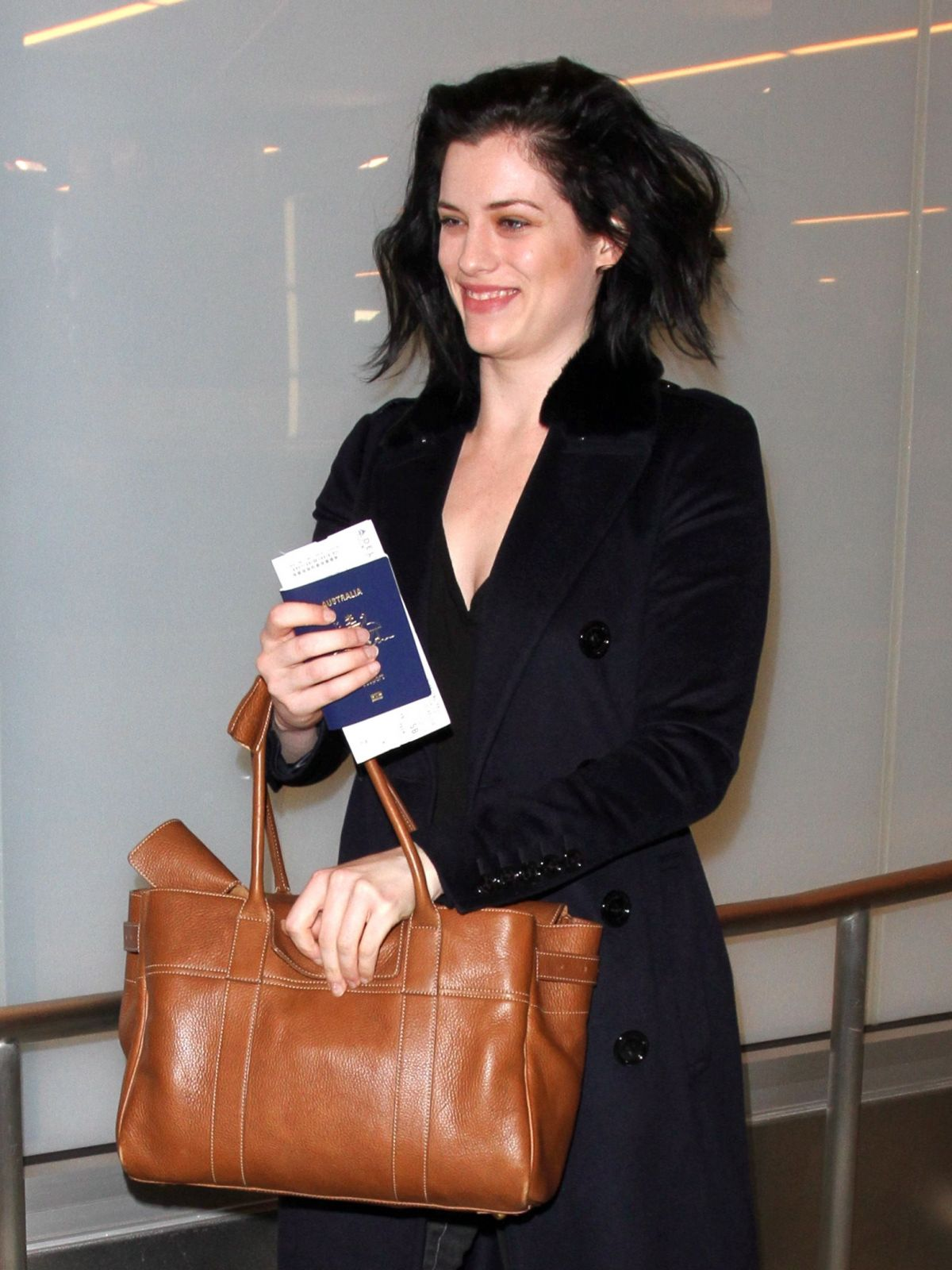 JESSICA DE GOUW at Los Angeles International Airport 01/22/2016