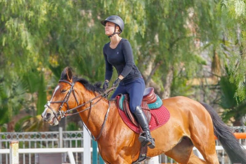 KALEY CUOCO Hor... Los Angeles Horseback Riding
