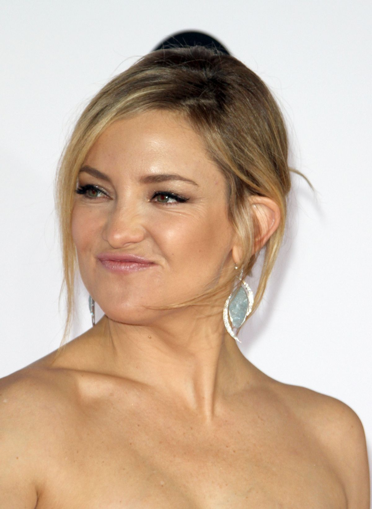 KATE HUDSON at 2016 People's Choice Awards in Los Angeles ... Kate Hudson