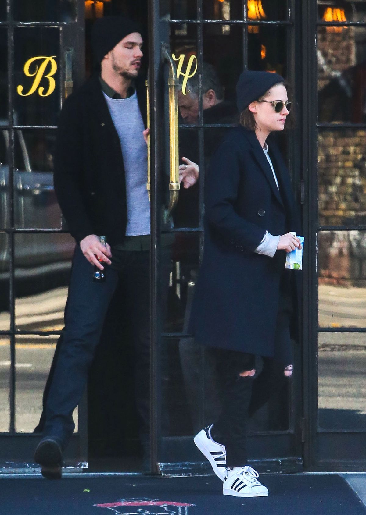 Kristen Stewart And Nicholas Hoult Out In New York 01 04