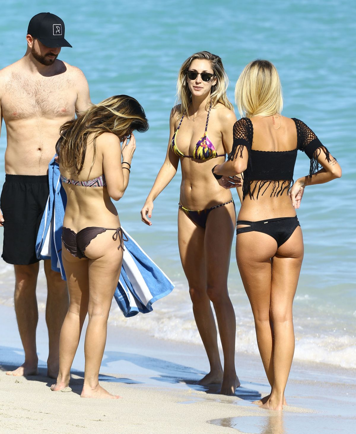 Lauren Hubbard in Black Bikini in Miami Beach Pic 26 of 35