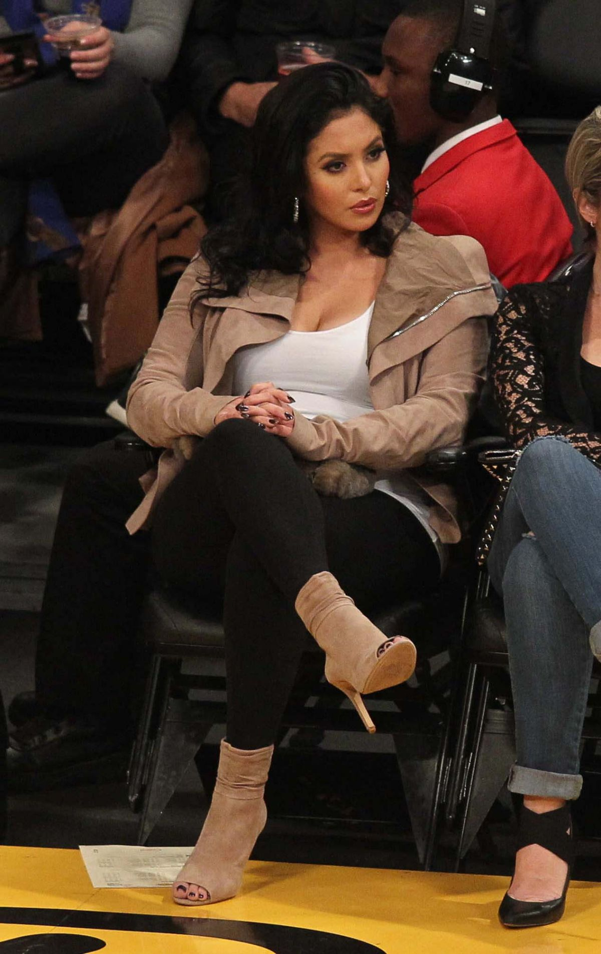 VANESSA BRYANT at a Lakers Game 01/12/2015