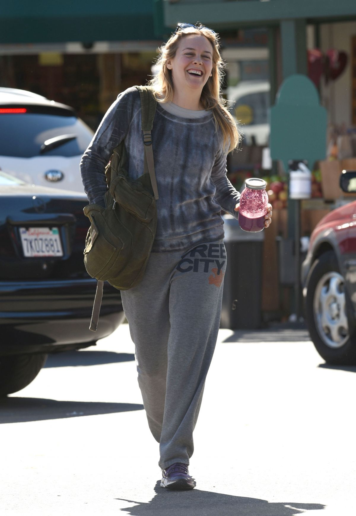 http://www.hawtcelebs.com/wp-content/uploads/2016/02/alicia-silverstone-at-whole-foods-in-los-angeles-02-05-2016_3.jpg