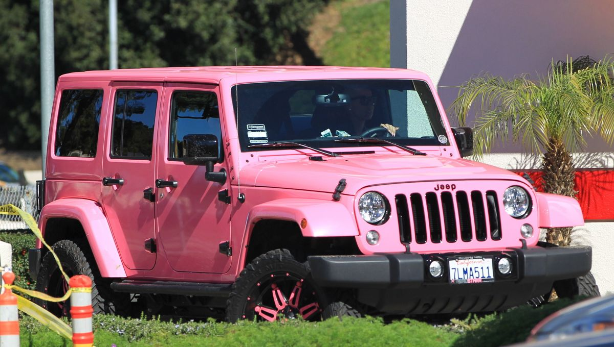 Amber Rose In Her Pink Jeep Driving Around In Los Angeles 02 01 2016