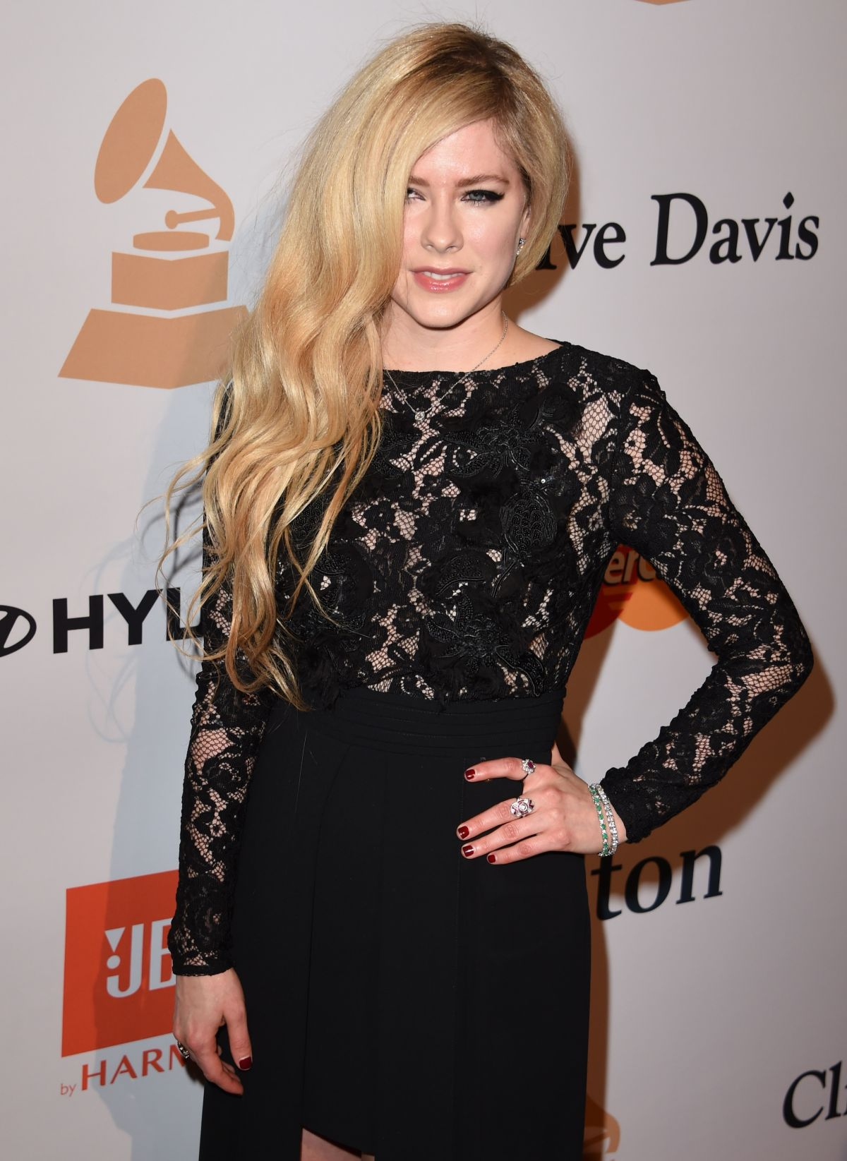 Avril Lavigne Archives - HawtCelebs - HawtCelebs Avril Lavigne