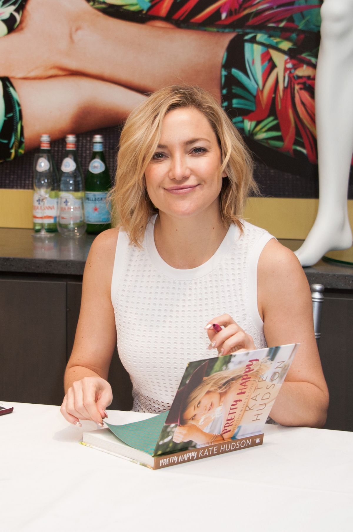KATE HUDSON at \'Pretty Happy by Kate Hudson\' Book Signing in ...