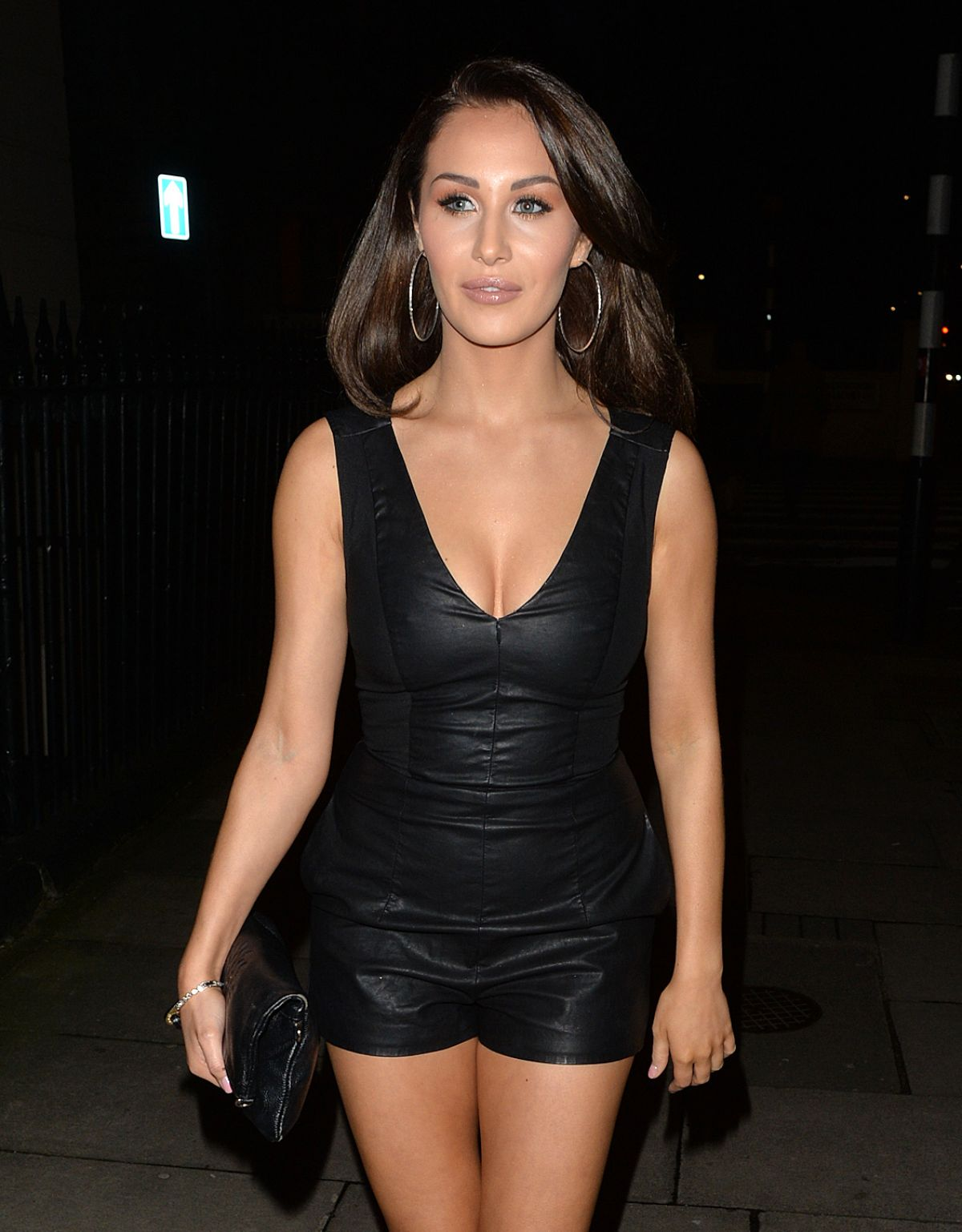 MARNIE SIMPSON, CHLOE and LAURYN GOODMAN at Hard Rock Cafe ...