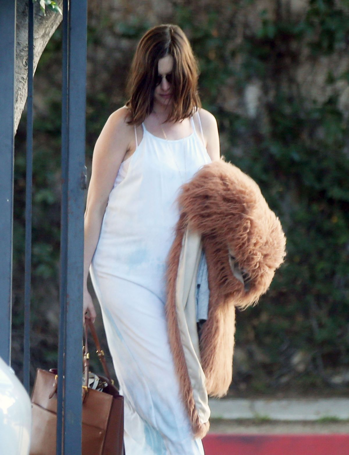 Pregnant ANNE HATHAWAY Out and About in Los Angeles 01/29 ...