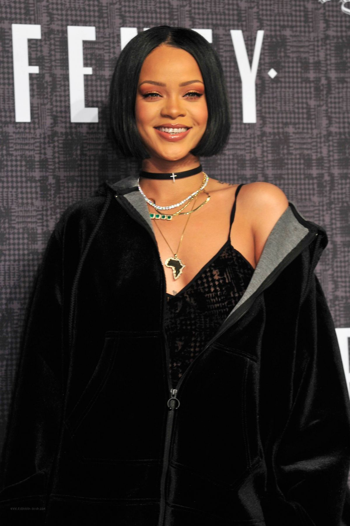 rihanna at fenty puma fall 2016 collection show in new. Black Bedroom Furniture Sets. Home Design Ideas