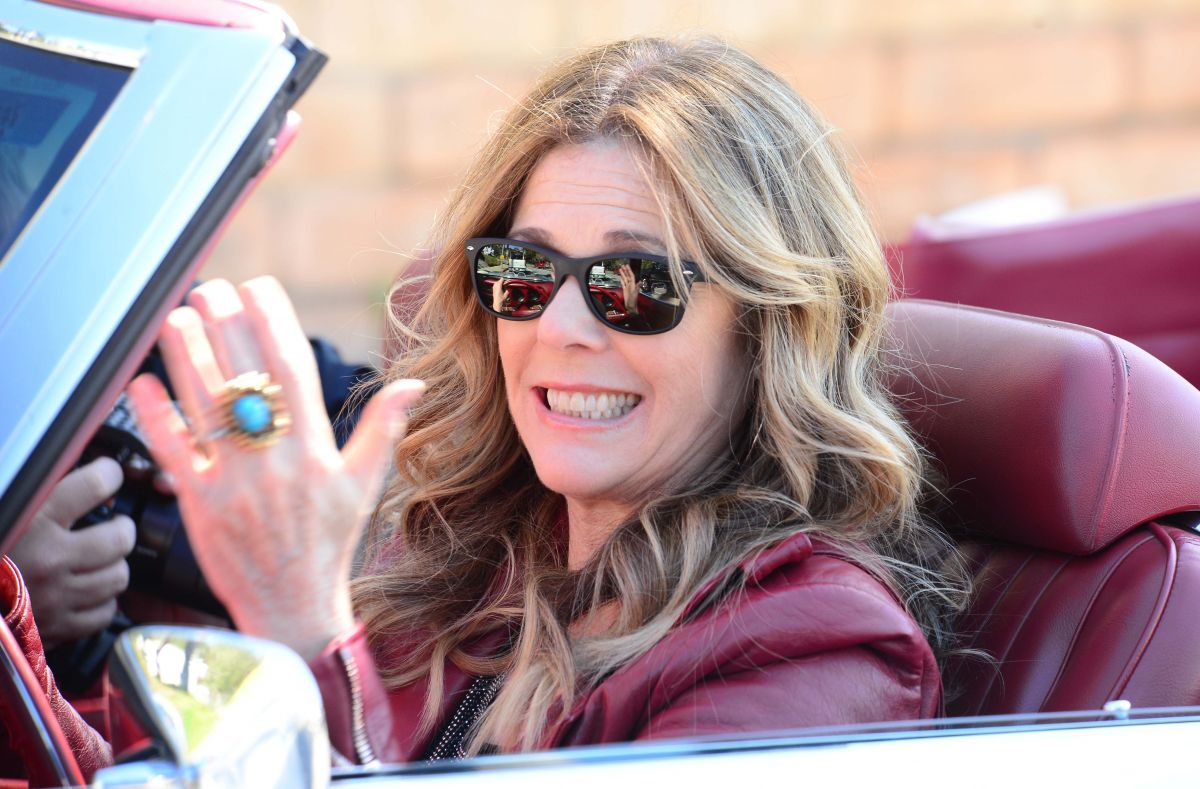 RITA WILSON Driving Her Classic GTO in Pacific Palisades 02/11/2016