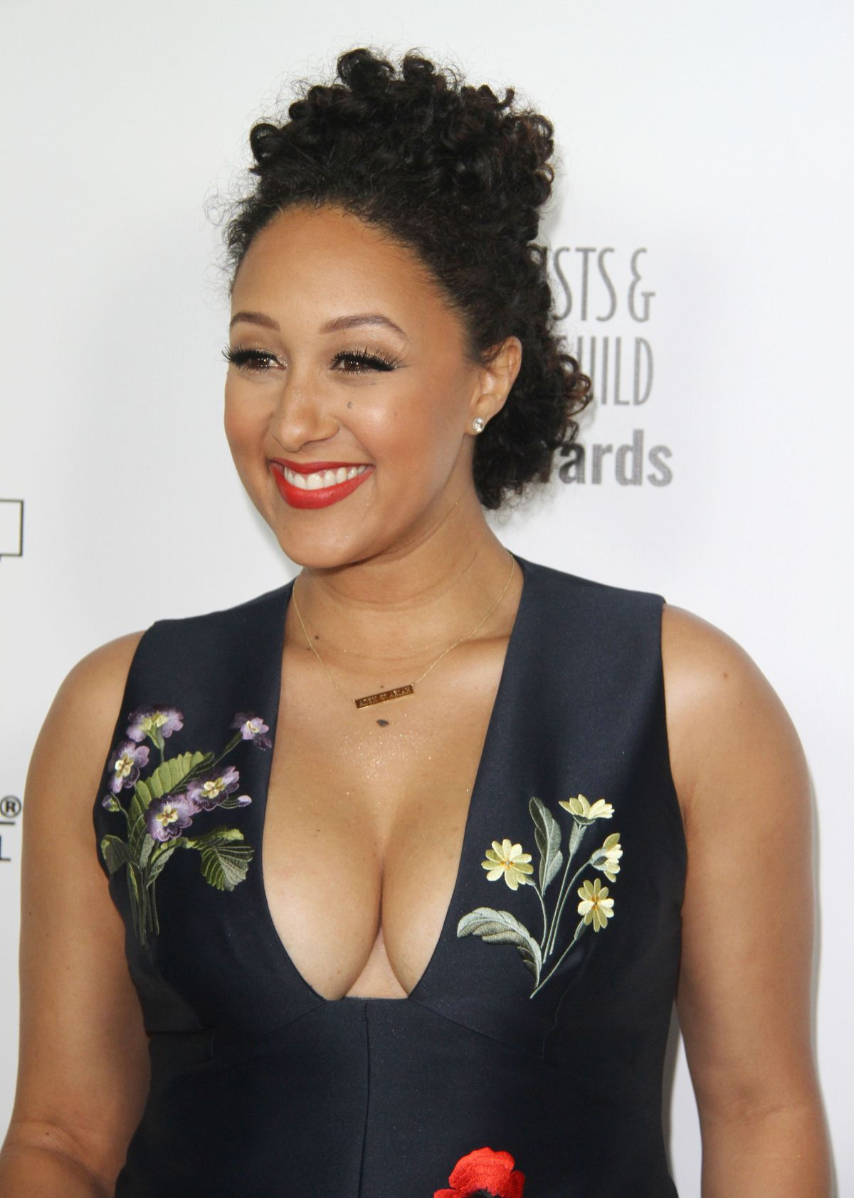 TAMERA MOWRY at 2016 Make-up Artist and Hair Stylist Guild Awards i Los Angeles 02/20/2016