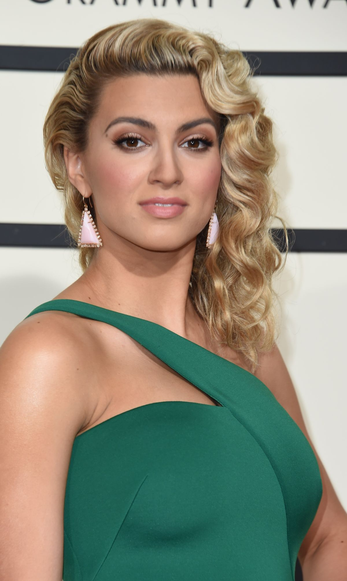 TORI KELLY at Grammy Awards 2016 in Los Angeles 02/15/2016