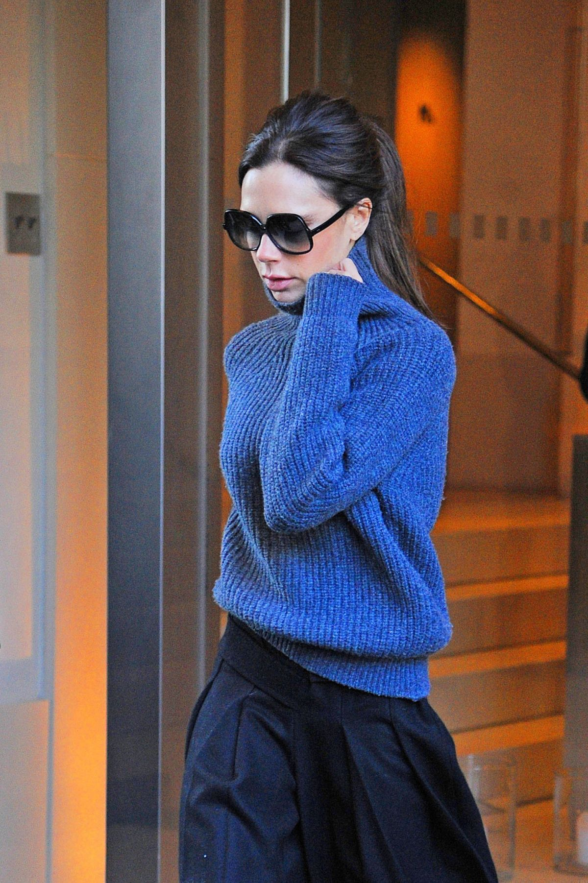 VICTORIA BECKHAM Leaves Her Apartment in New York 02/12/2016