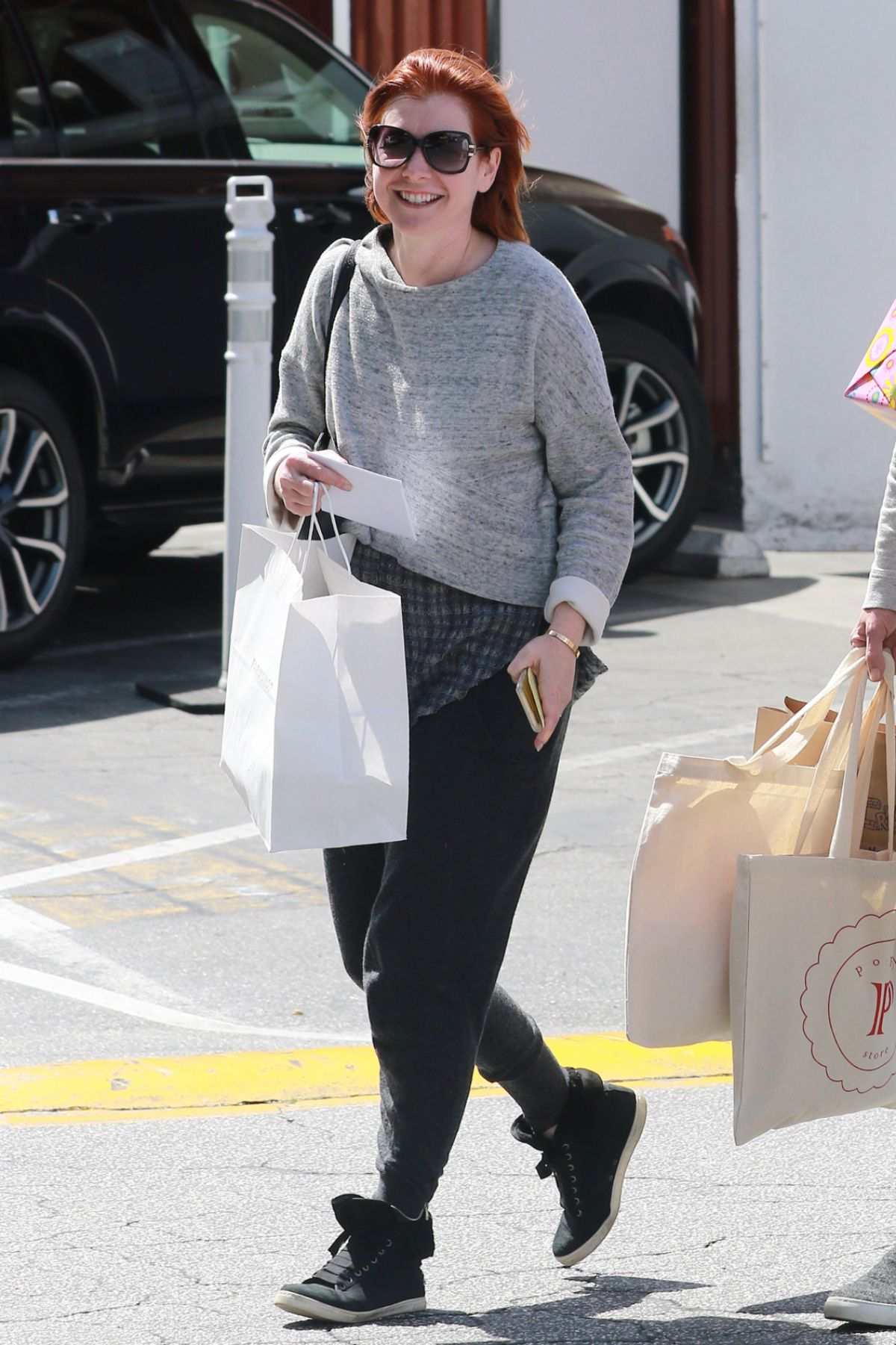 ALYSON HANNIGAN Leaves Brentwood Country Mart 03/22/2016