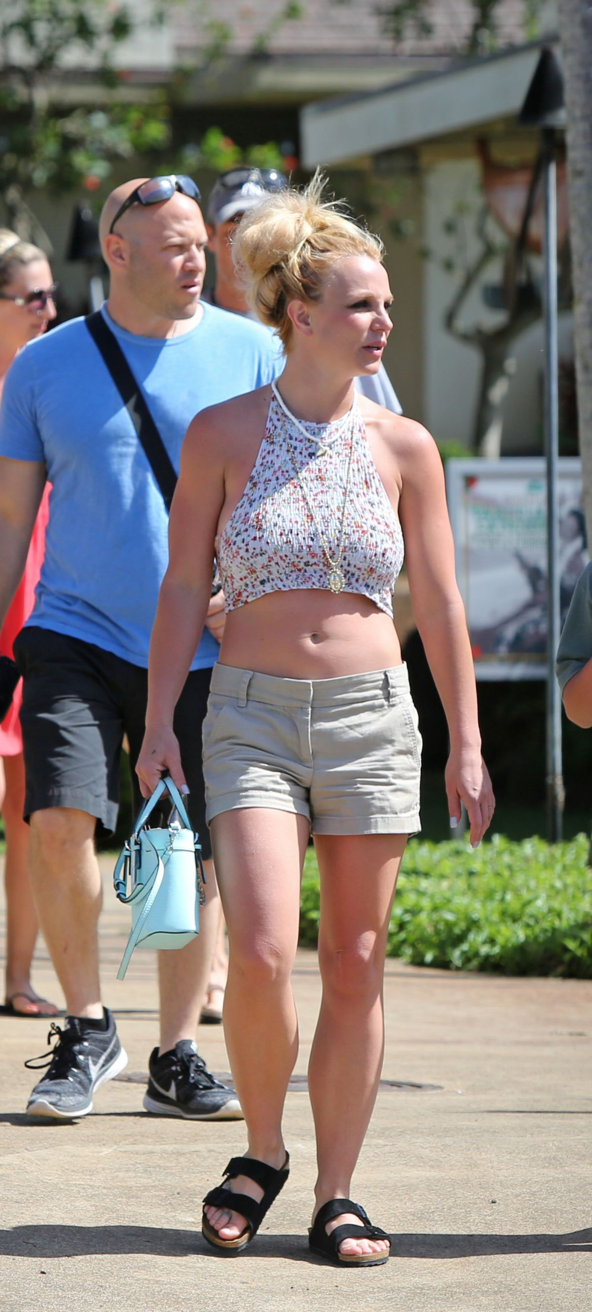 BRITNEY SPEARS Out Shopping in Hawaii 03/29/2016