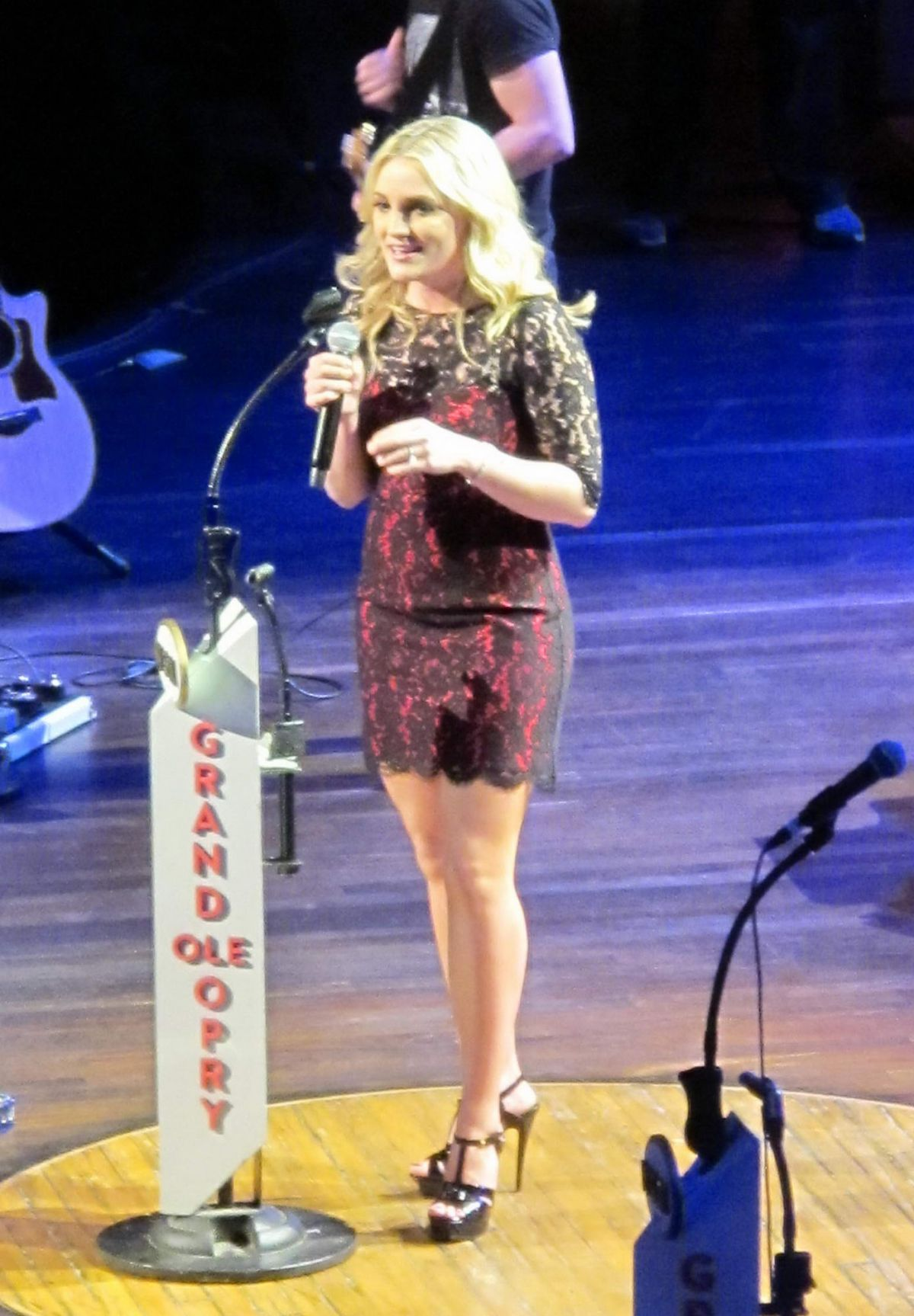 JAMIE LYNN SPEARS Performs at Grand Ole Opry in Nashville 03/15/2016