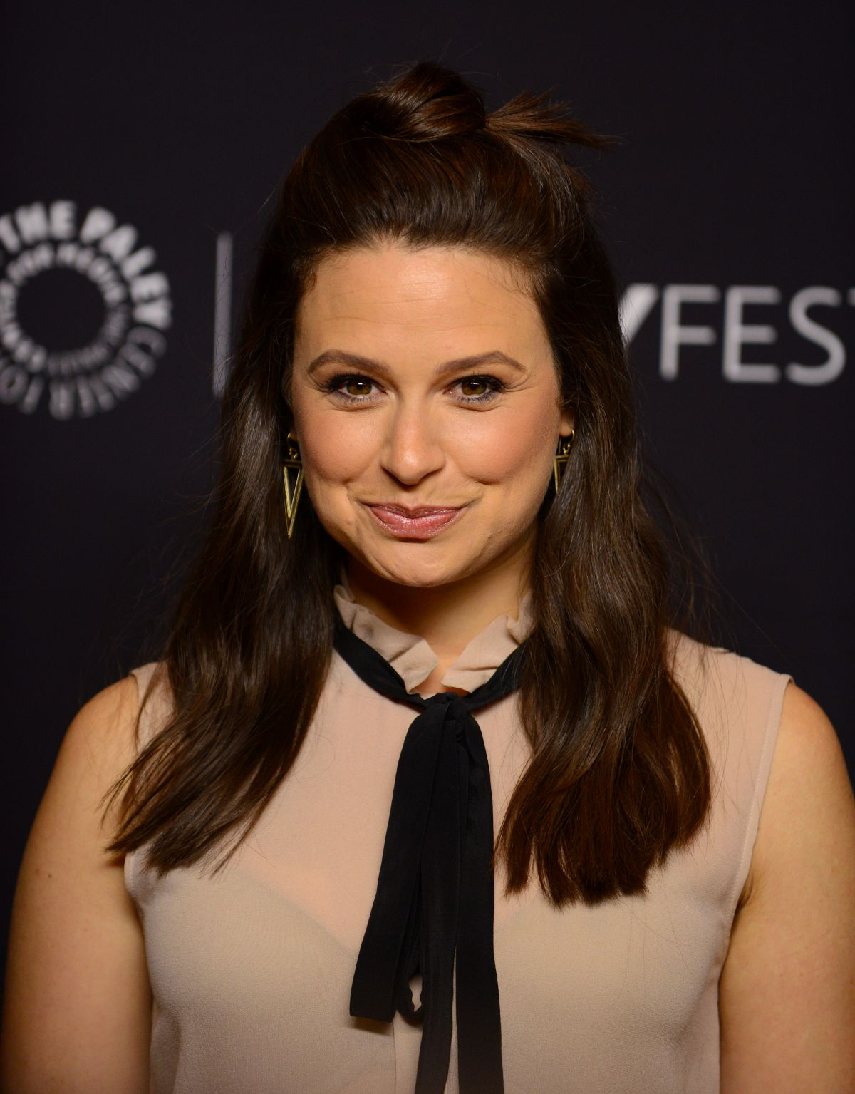 katie lowes net worth