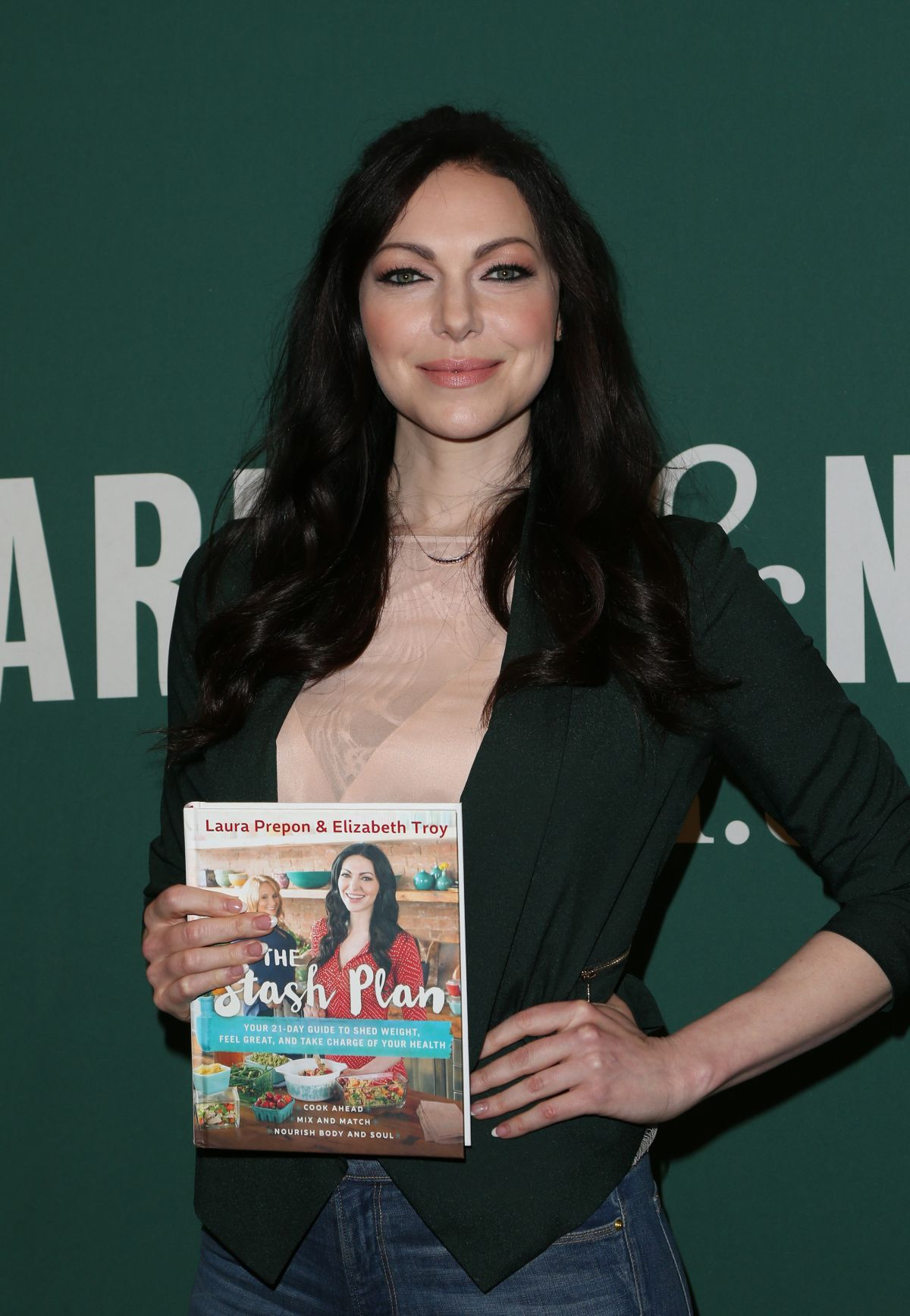 Laura Prepon Signing Her New Book At Barnes Noble At The Grove In