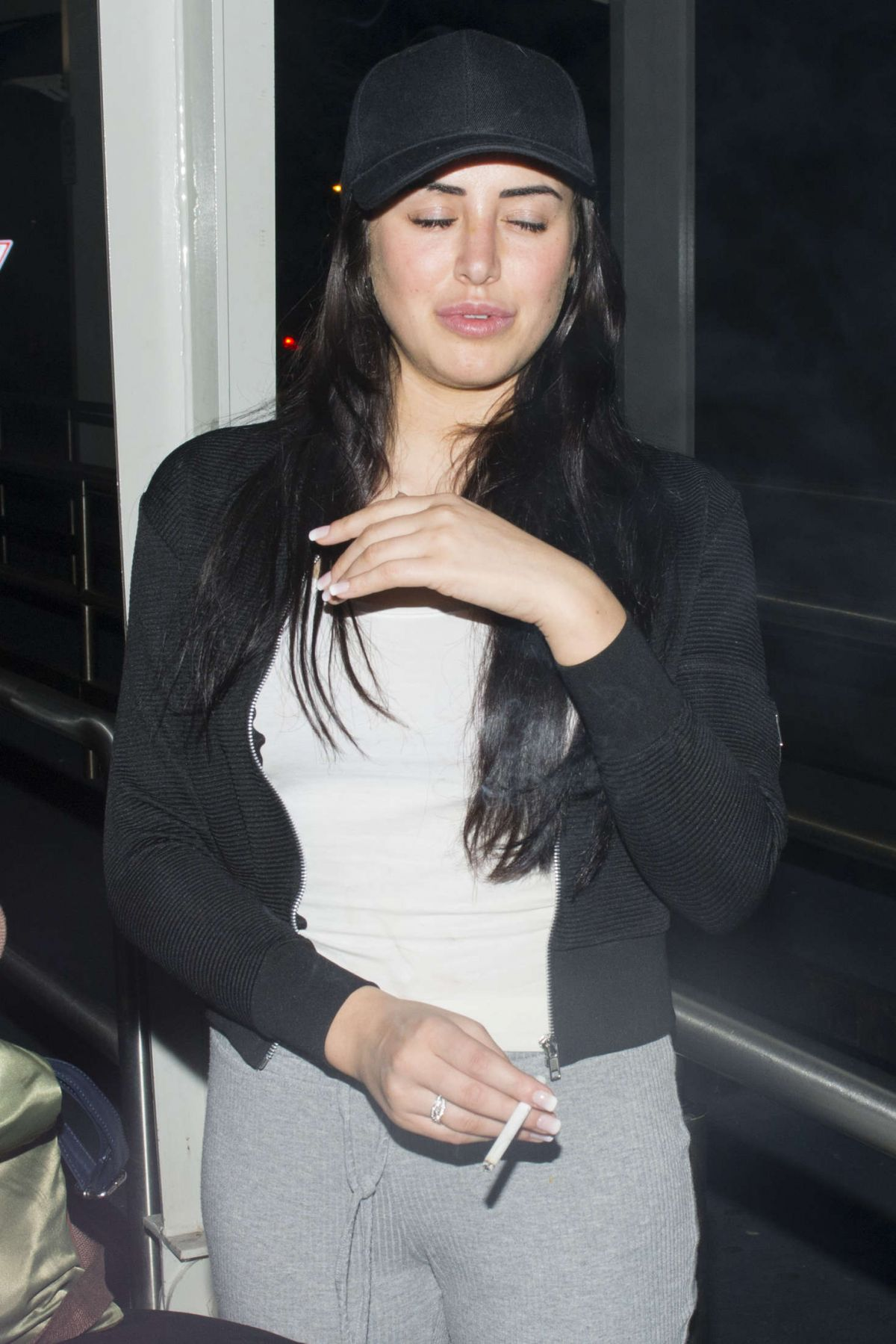 MARNIE SIMPSON Arrives in Sydney 03/19/2016 - HawtCelebs