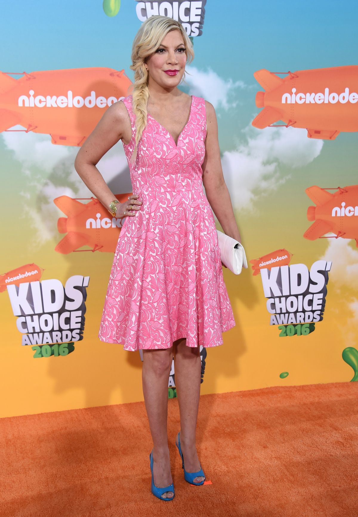 Tori Spelling At Nickelodeon S 2016 Kids Choice Awards In