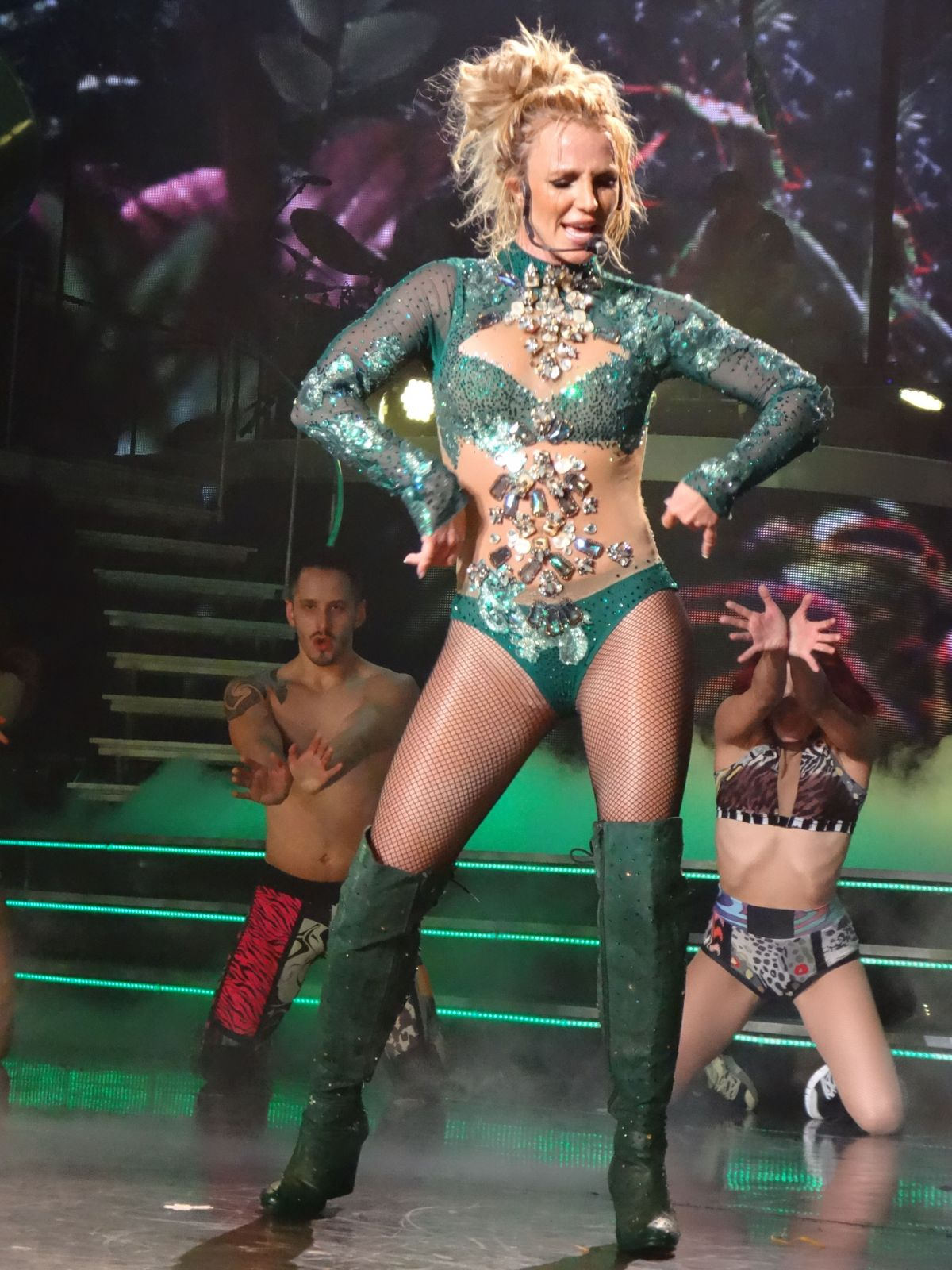 britney-spears-performs-at-her-show-in-l