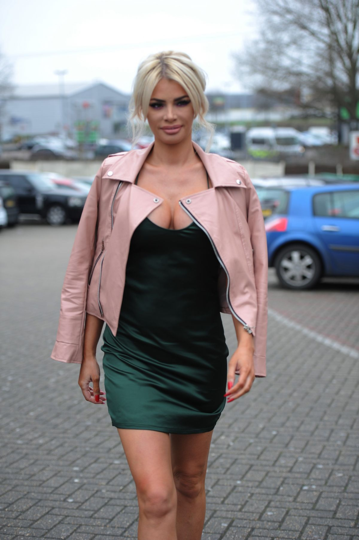 CHLOE SIMS at Brickyard Grill in Romford 03/23/2016
