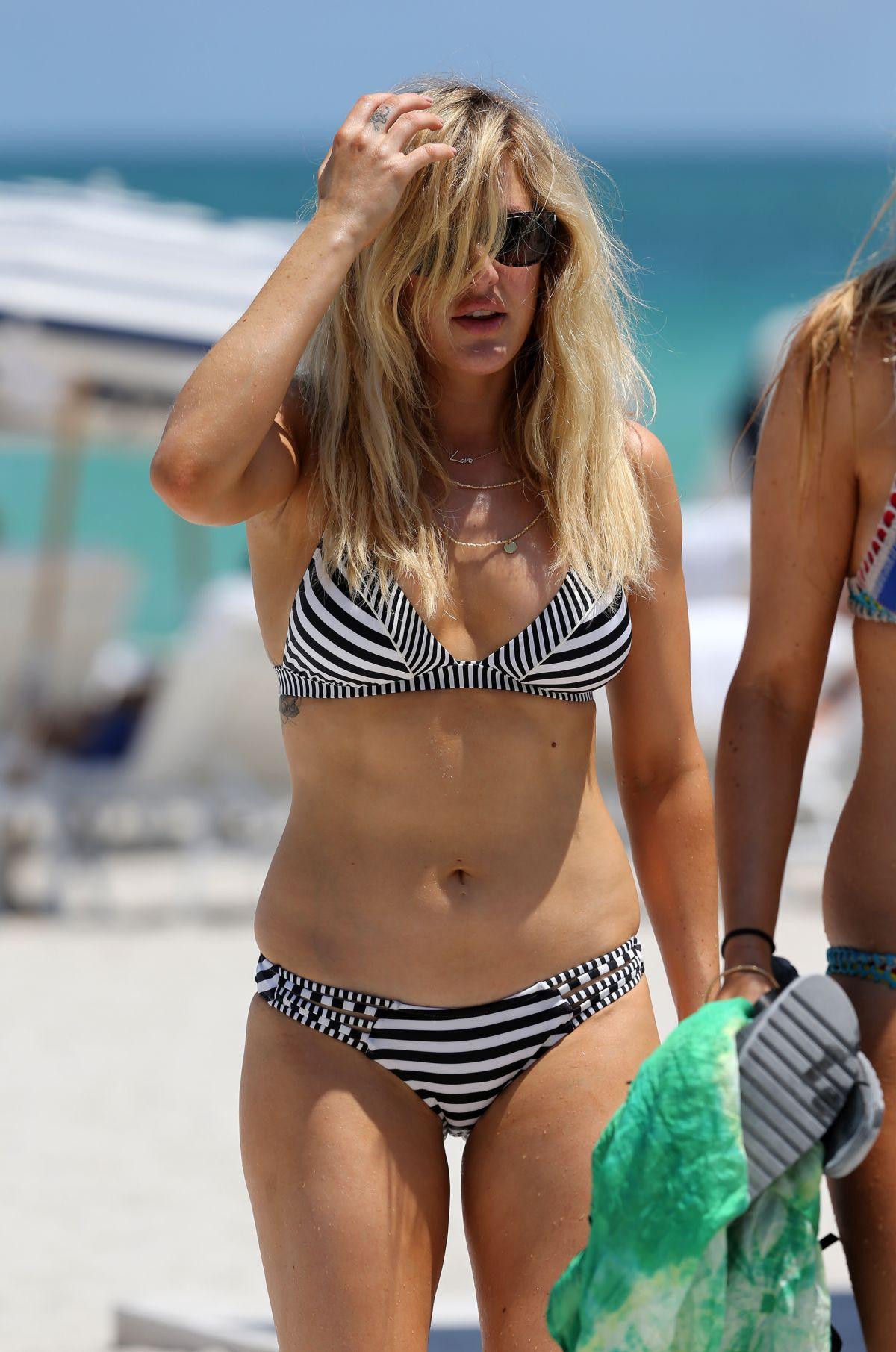 Bikini Ellie Goulding nudes (38 photos), Tits, Hot, Twitter, cameltoe 2015