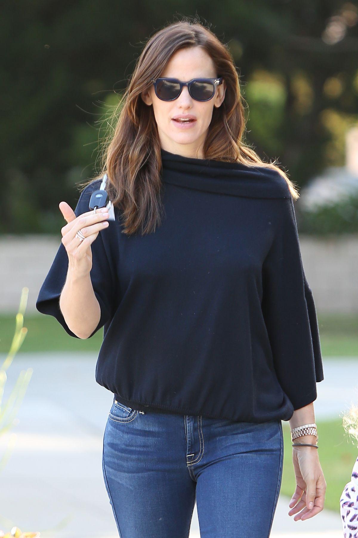 JENNIFER GARNER in Tight Jeans Out in Santa Monica 04/28/2016