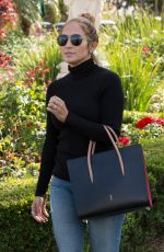 JENNIFER LOPEZ Out and About in Calabasas 04/25/2016