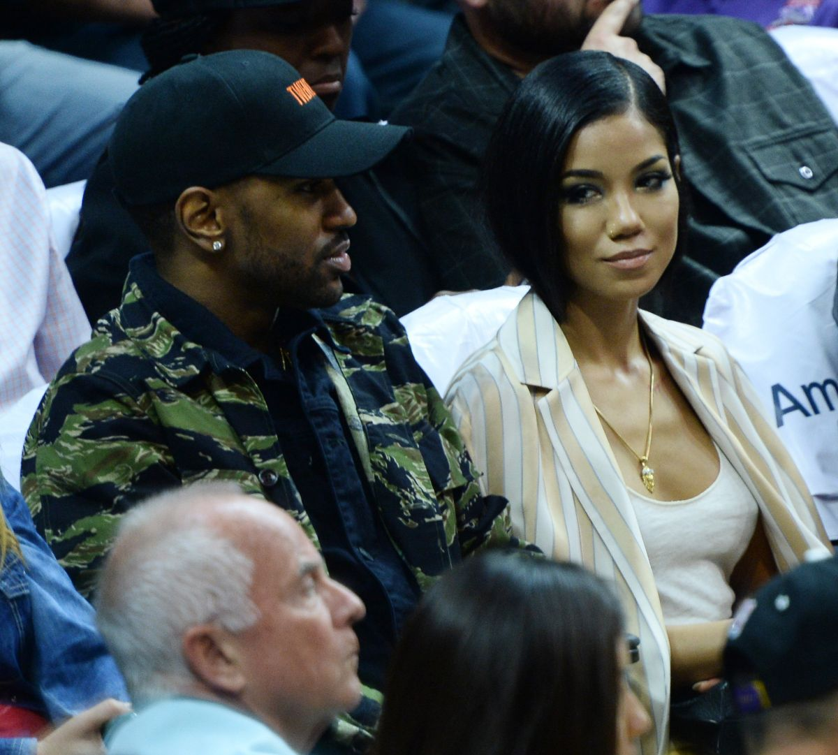 JHENE AIKO at LA Clippers vs Boston Celtics Games at Staples Center 03/28/2016