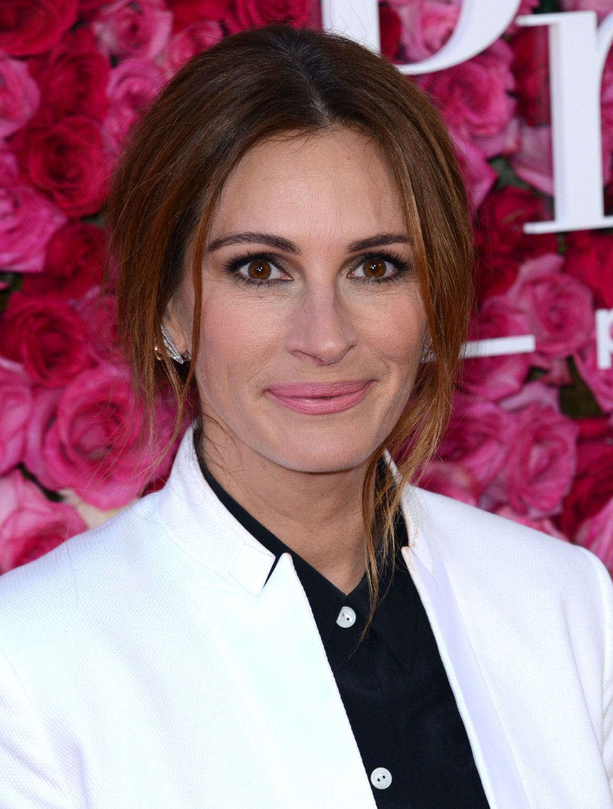 Julia Roberts So Devastated By Half Sister Nancy Motes S: JULIA ROBERTS Arrives At 'Mother's Day' Premiere In Los